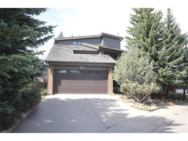I have sold a property at 19 WOODGROVE CR SW in Calgary